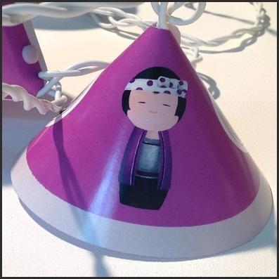 Guirlande lumineuse sissi kokeshi gar on violet lili pouce boutique d co chambre b b - Guirlande lumineuse chambre garcon ...