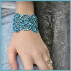 bracelet_en_dentelle_motif_mistinguette-1