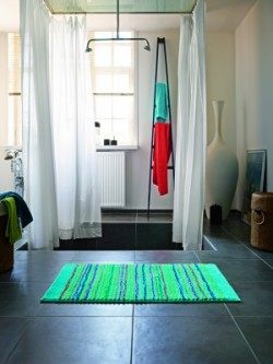 tapis_de_bain_antidérapant_cool_stripes_lignes_multico_vert_clair-1