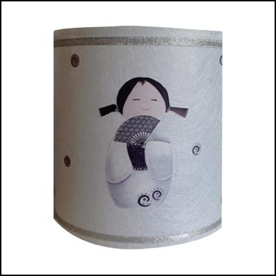 Applique kokeshi blanche à l'éventail