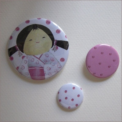 Badges assortis  kokeshi fille 10