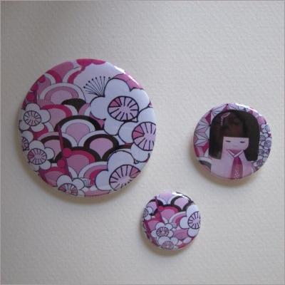 Badges assortis  kokeshi fille 2