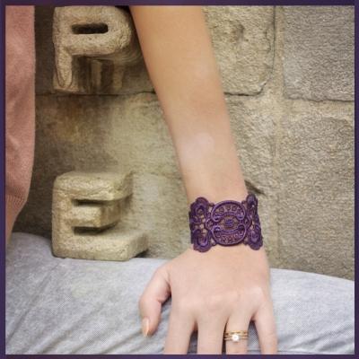 Bracelet en dentelle motif Mistinguette