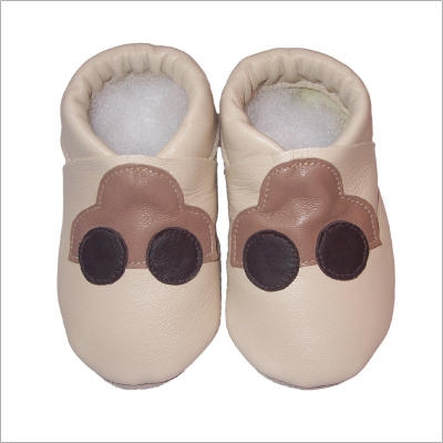 Chaussons beige motif voiture mocca