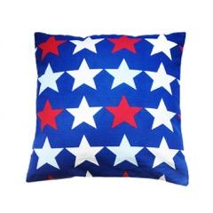 Coussin bleu étoiles rouges, blanches et bleu ciel