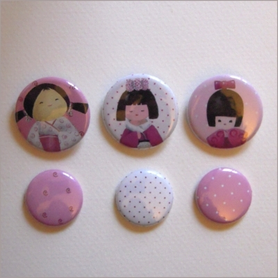 Collection de 6 badges assortis kokeshi fille 4