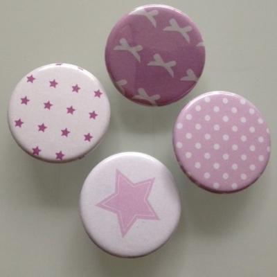 Collection de badges mauves