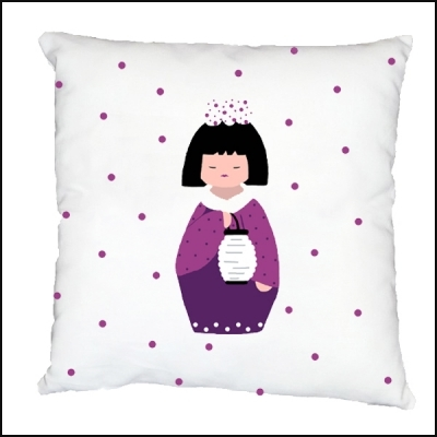Coussin sissi kokeshi au lampion lili pouce boutique for Lampion chambre bebe