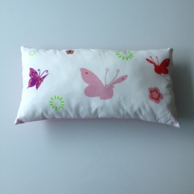 Coussin papillons multicolores