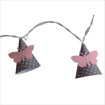 Guirlande lumineuse papillon rose pale fond gris etoile