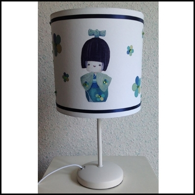 Lampe à poser kokeshi kimono vert