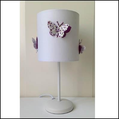Lampe à poser papillons fond blanc