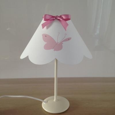 Lampe à poser rose papillon festonnée ros noeud rose