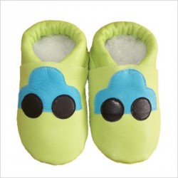 Chaussons Vert anis voiture bleue
