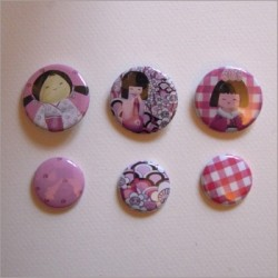 Collection de 6 badges assortis kokeshi fille 1