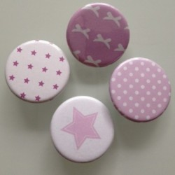 Collection de badges mauves
