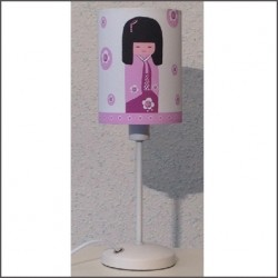 Lampe poser sissi kokeshi rose lili pouce boutique for Decoration chambre kokeshi