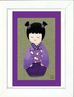 Tableau enfant encadré kokeshi violette avec des couettes