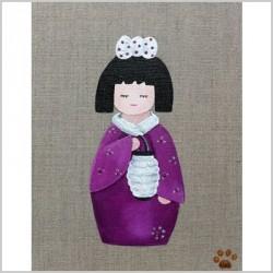 Tableau sissi kokeshi violette au lampion lili pouce for Lampion chambre bebe